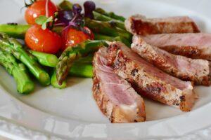grøntsager og kød
